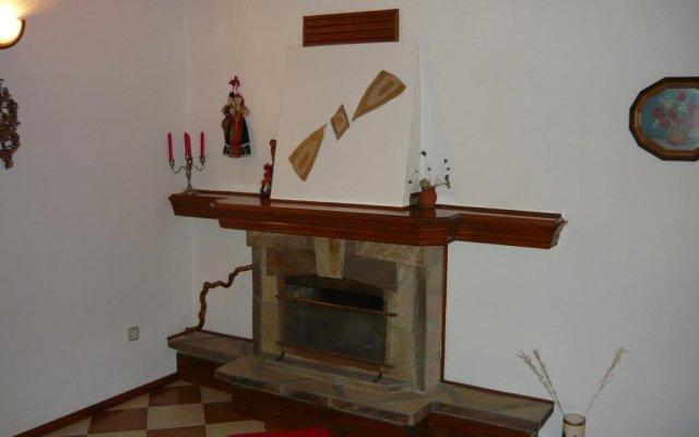 Отель Dobrikovskata Guest House Чепеларе комната для гостей