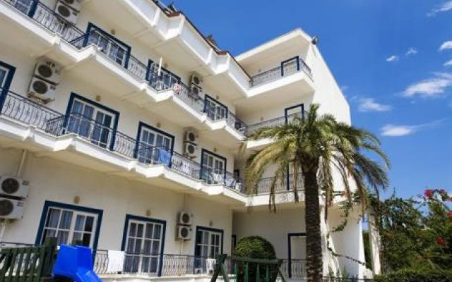 Отель Larissa Blue Kiri_ вид на фасад