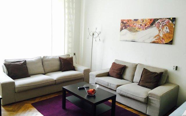 Апартаменты Eliška Old Town Apartments Прага комната для гостей
