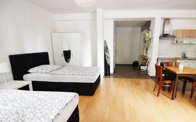 Отель City Loft Friesenplatz Кёльн комната для гостей