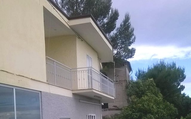 Апартаменты Apartment With 4 Bedrooms in Recanati, With Wonderful Mountain View, Enclosed Garden and Wifi - 8 km From the Beach Реканати вид на фасад