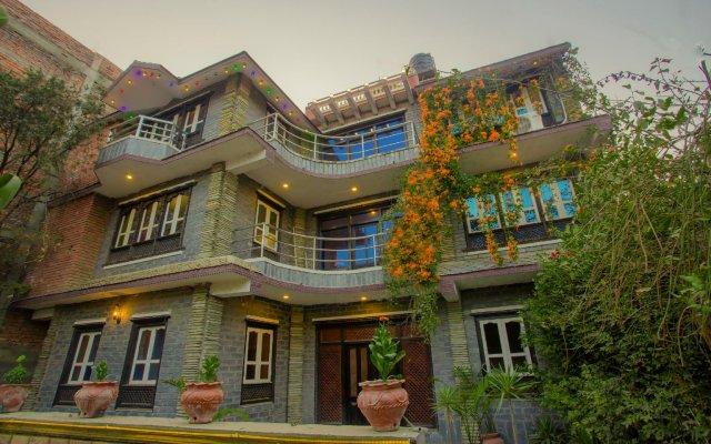 Отель OYO 280 Hob Nob Garden Resort Непал, Катманду - отзывы, цены и фото номеров - забронировать отель OYO 280 Hob Nob Garden Resort онлайн вид на фасад