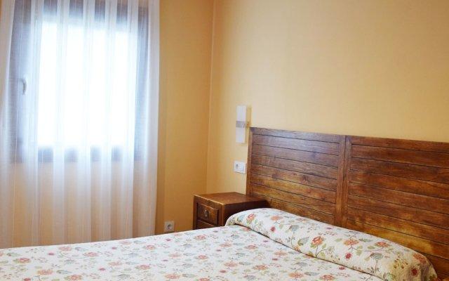 Отель Apartamentos La Barzana комната для гостей