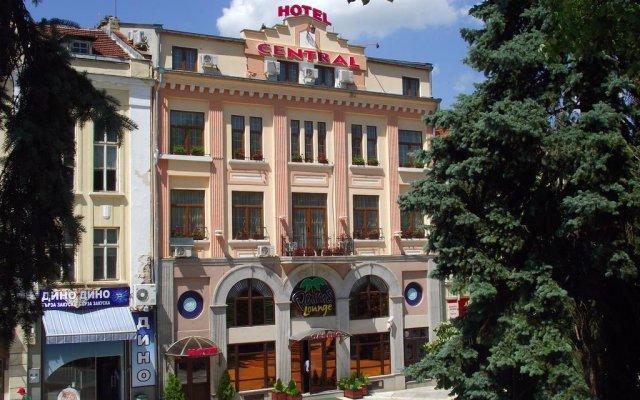 Отель Централь Болгария, Шумен - отзывы, цены и фото номеров - забронировать отель Централь онлайн вид на фасад