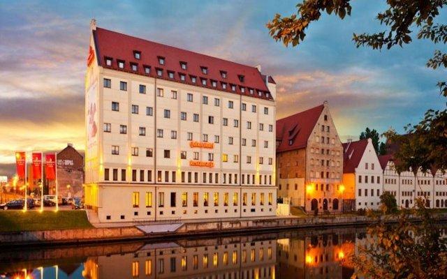 Qubus Hotel Gdańsk вид на фасад