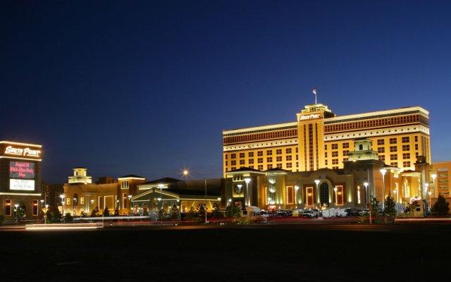 Отель South Point Hotel, Casino, and Spa США, Лас-Вегас - 1 отзыв об отеле, цены и фото номеров - забронировать отель South Point Hotel, Casino, and Spa онлайн вид на фасад
