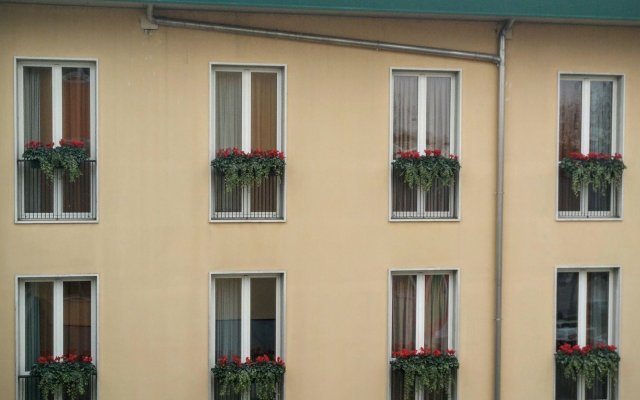 Santa Barbara Hotel Сан-Донато-Миланезе вид на фасад