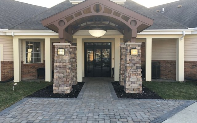 Отель Homewood Suites Columbus-Worthington Колумбус вид на фасад