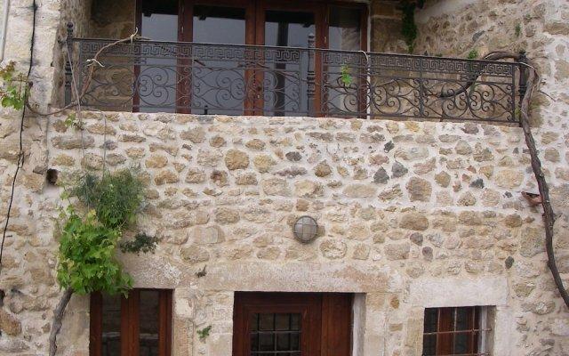 Отель Traditional Cretan Houses вид на фасад