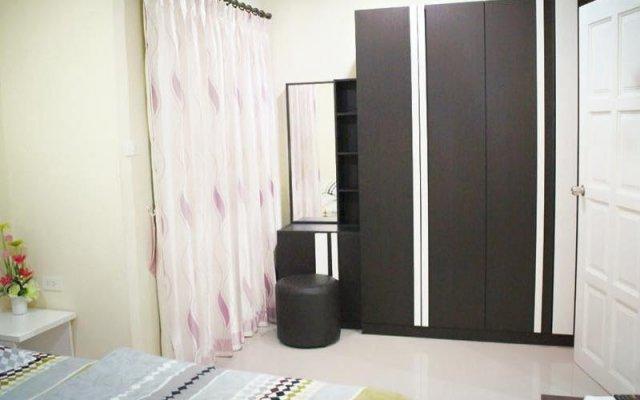 Отель Rompon Guesthouse Патонг комната для гостей