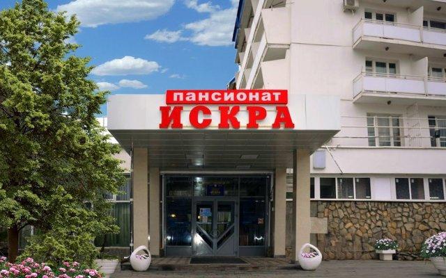 Гостиница Pansionat Iskra в Ставрополе отзывы, цены и фото номеров - забронировать гостиницу Pansionat Iskra онлайн Ставрополь вид на фасад