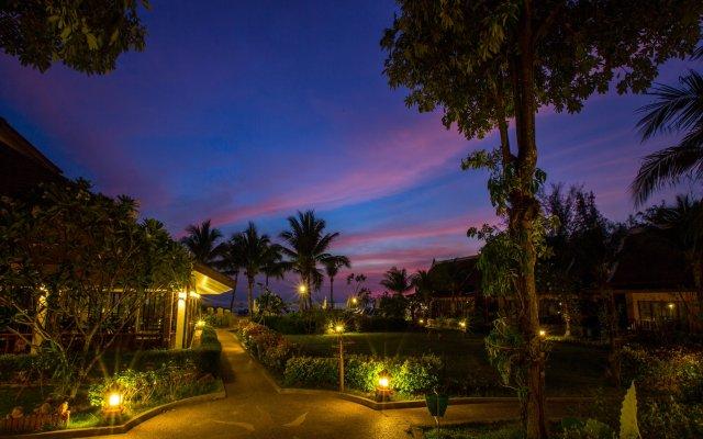 Отель Lanta Casuarina Beach Resort вид на фасад
