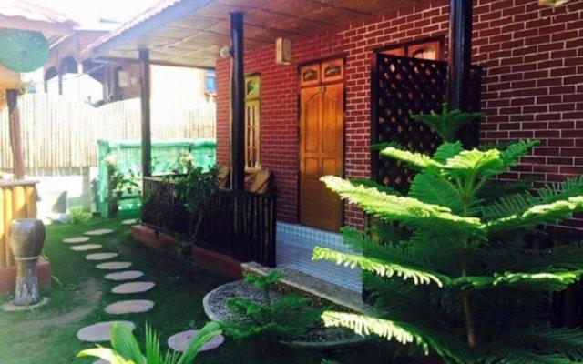 Отель Palace Nyaung Shwe Guest House Мьянма, Хехо - отзывы, цены и фото номеров - забронировать отель Palace Nyaung Shwe Guest House онлайн вид на фасад