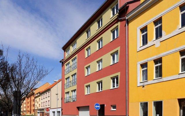 Отель Jr Daily Flat Rental Пльзень вид на фасад