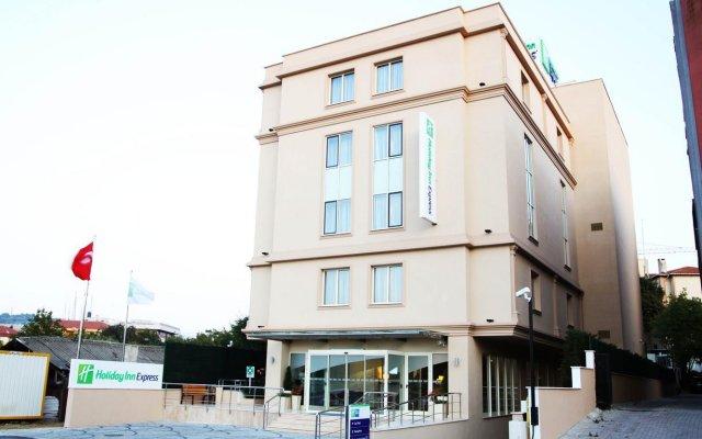 Отель Holiday Inn Express Istanbul Altunizade вид на фасад