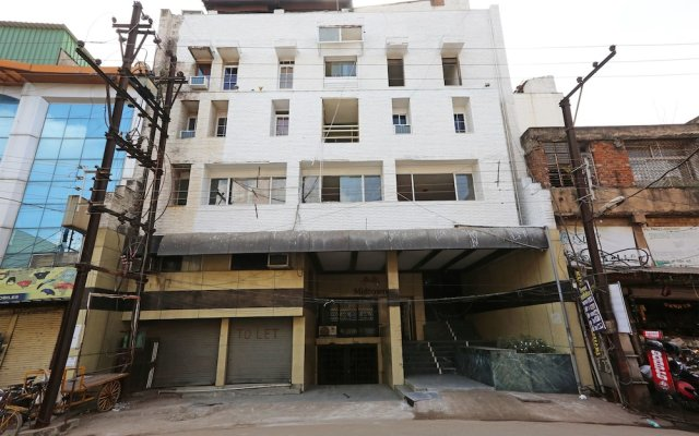 OYO 10264 Hotel Midtown вид на фасад