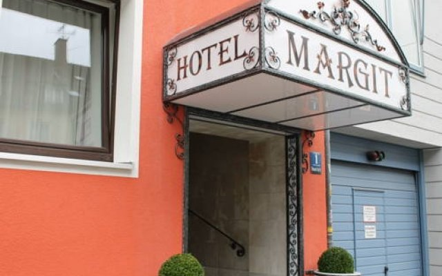 Отель Pension Margit вид на фасад