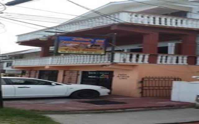 Отель Julian Guest House Гайана, Джорджтаун - отзывы, цены и фото номеров - забронировать отель Julian Guest House онлайн вид на фасад