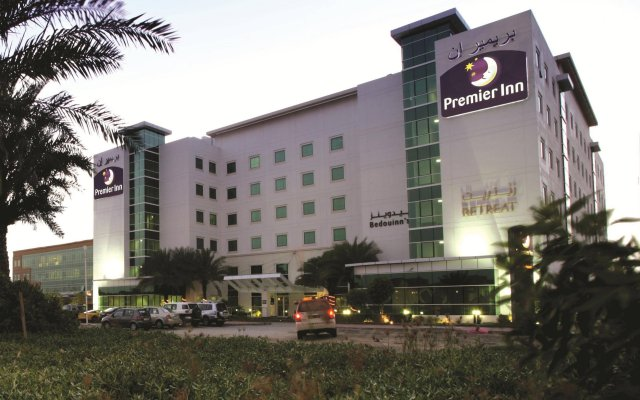Отель Premier Inn Dubai Investment Park вид на фасад