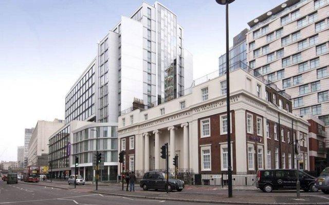 Отель Premier Inn London Waterloo вид на фасад