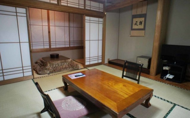 Отель Iyashi no Sato Rakushinkan Кикуйо комната для гостей
