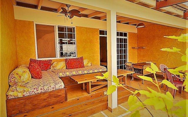 Отель Sunset Hill Lodge Французская Полинезия, Бора-Бора - отзывы, цены и фото номеров - забронировать отель Sunset Hill Lodge онлайн вид на фасад