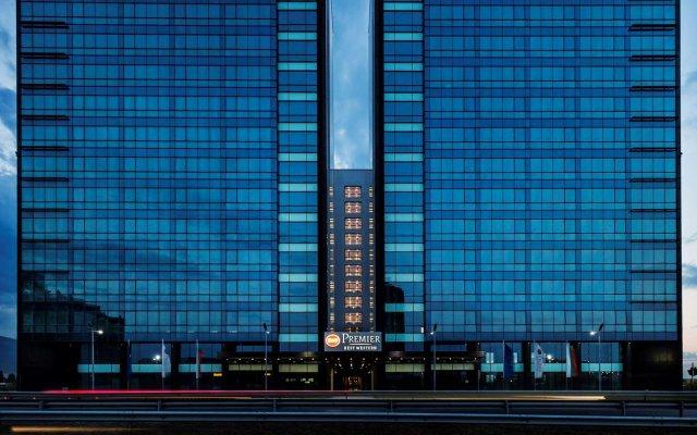Отель Best Western Premier Sofia Airport Hotel Болгария, София - 1 отзыв об отеле, цены и фото номеров - забронировать отель Best Western Premier Sofia Airport Hotel онлайн вид на фасад