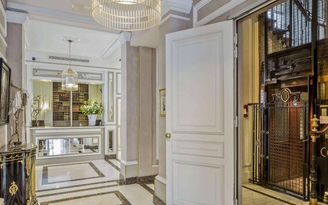 Отель Hôtel Bradford Elysées - Astotel Франция, Париж - 3 отзыва об отеле, цены и фото номеров - забронировать отель Hôtel Bradford Elysées - Astotel онлайн вид на фасад