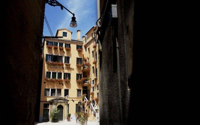 Отель Al Codega Италия, Венеция - 9 отзывов об отеле, цены и фото номеров - забронировать отель Al Codega онлайн вид на фасад
