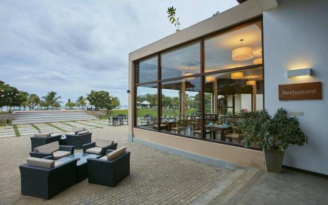 Отель The Calm Resort & Spa вид на фасад