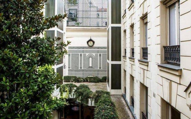 Hotel Des Saints Peres вид на фасад