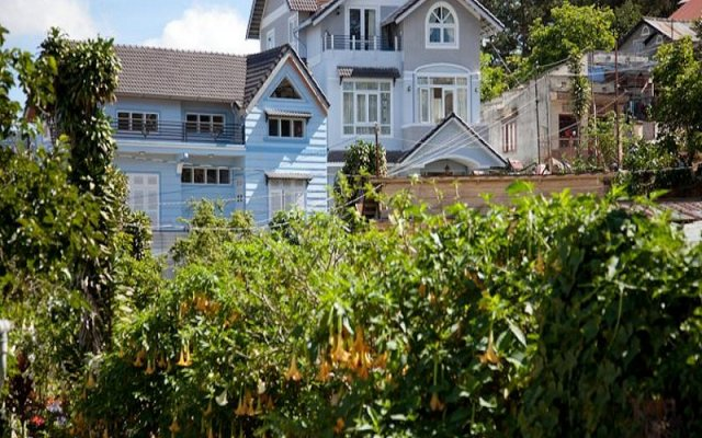 Отель Villa Du Lac Далат вид на фасад