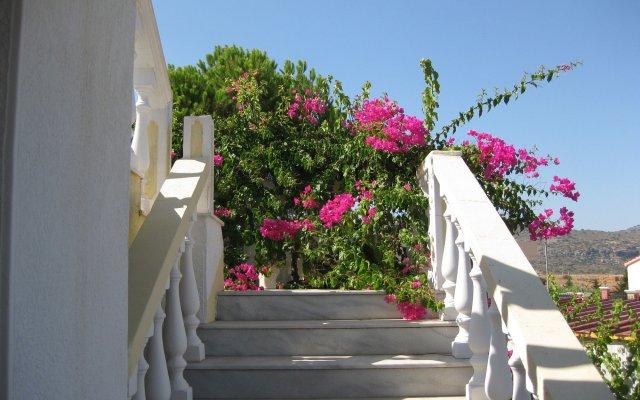 Отель Helgas Paradise вид на фасад
