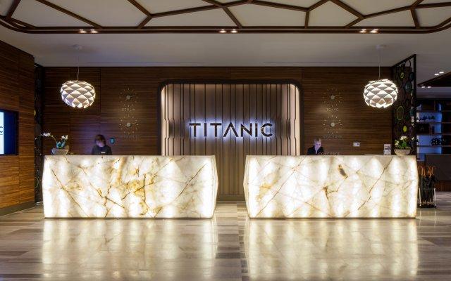 Отель TITANIC Chaussee Berlin интерьер отеля