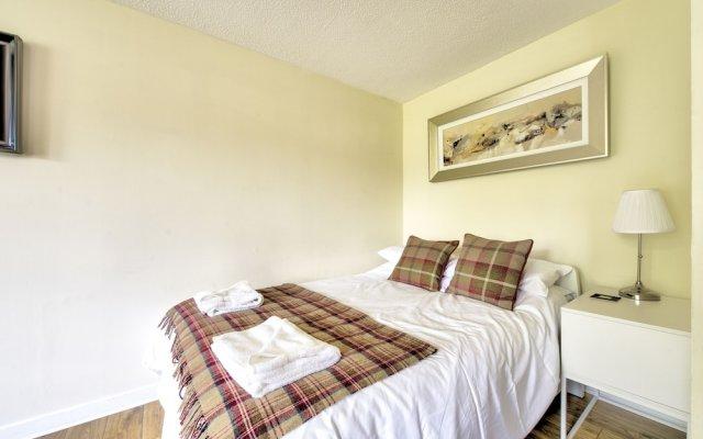 Отель Stunning Studio Apartment Castle View Великобритания, Эдинбург - отзывы, цены и фото номеров - забронировать отель Stunning Studio Apartment Castle View онлайн комната для гостей