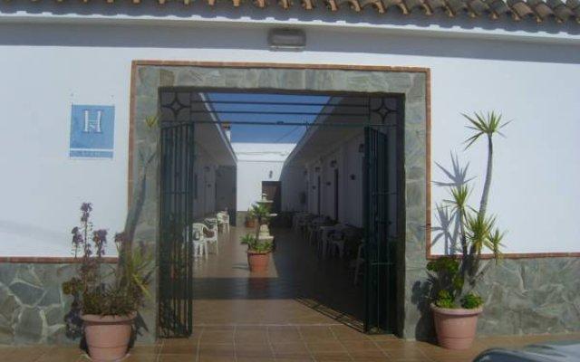Отель Hostal El Canario Испания, Кониль-де-ла-Фронтера - отзывы, цены и фото номеров - забронировать отель Hostal El Canario онлайн вид на фасад