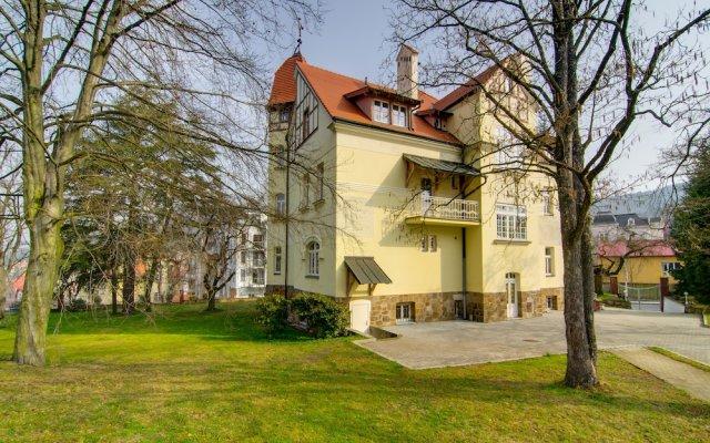 Отель Penzion Villa Hofman Чехия, Карловы Вары - отзывы, цены и фото номеров - забронировать отель Penzion Villa Hofman онлайн вид на фасад