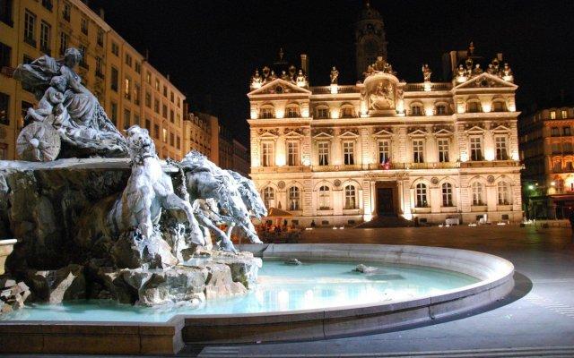 Отель Hôtel Le Roosevelt Франция, Лион - отзывы, цены и фото номеров - забронировать отель Hôtel Le Roosevelt онлайн вид на фасад