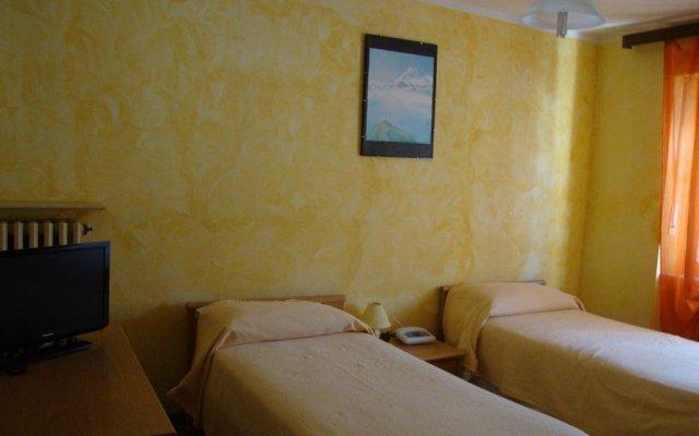 Hotel Hirondelle Аоста комната для гостей