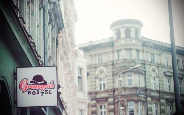 Отель Grampa's Hostel Польша, Вроцлав - 2 отзыва об отеле, цены и фото номеров - забронировать отель Grampa's Hostel онлайн вид на фасад