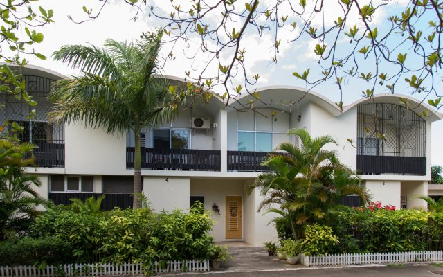 Отель Court Manor at Montego Bay Club вид на фасад