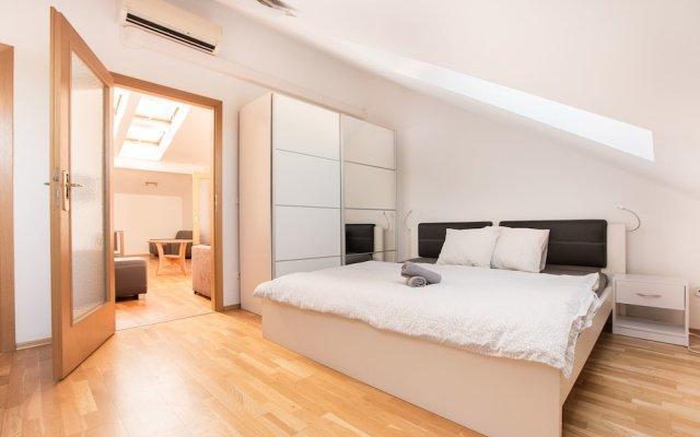 Апартаменты Premier Apartment Vysehrad комната для гостей