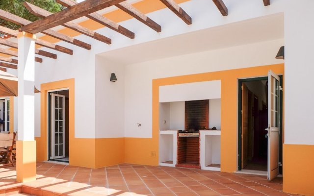 Отель Villa With 4 Bedrooms in Comporta, With Private Pool, Enclosed Garden вид на фасад
