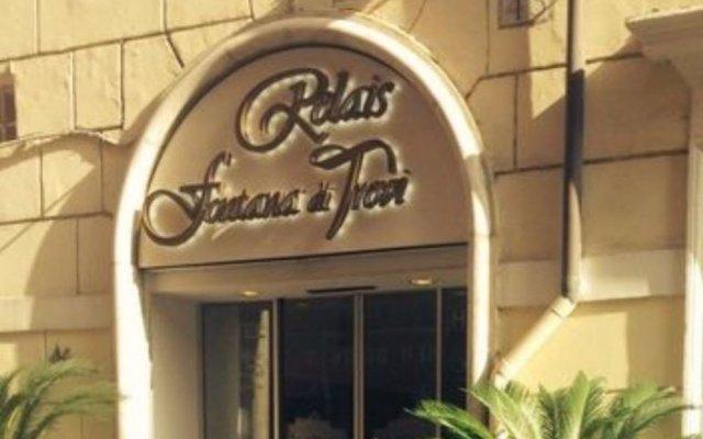 Отель Relais Fontana Di Trevi Рим вид на фасад