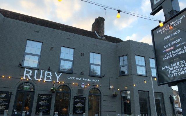 RUBY Pub & Hotel Брайтон