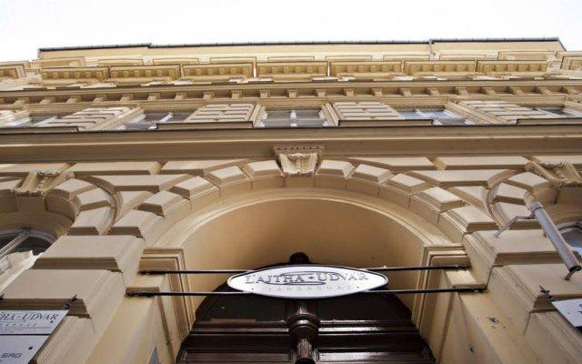 Отель Hungarian Souvenir Венгрия, Будапешт - отзывы, цены и фото номеров - забронировать отель Hungarian Souvenir онлайн балкон
