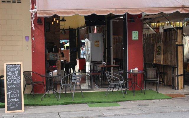 Отель Follow Your Heart Hostel&Cafe Таиланд, Краби - отзывы, цены и фото номеров - забронировать отель Follow Your Heart Hostel&Cafe онлайн вид на фасад