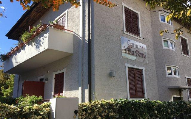 Отель Garnì Villa Betty Меран вид на фасад