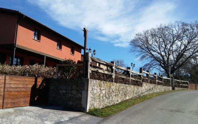 Отель Apartamentos Rurales La Fuente de Báscones вид на фасад