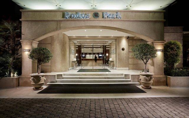 Отель Rodos Park Suites & Spa вид на фасад